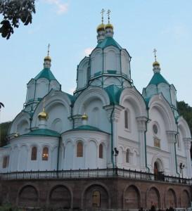 Свято-Успенский собор, построен в 1868 году