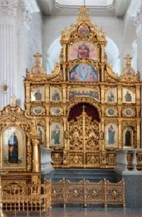Иконостас левого придела, освященного в честь прп. Илариона Печерского