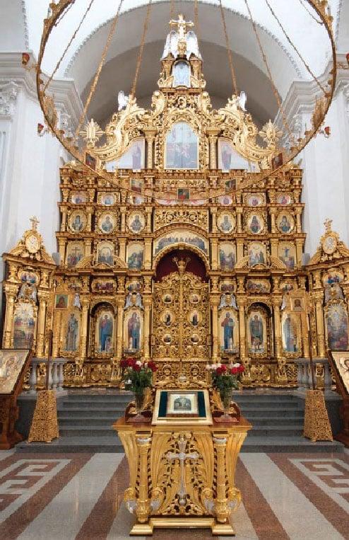 Центральный престол в честь Преображения Господнего