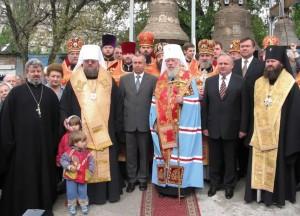 В день освящения соборных колоколов Блаженнейшим Митрополитом Владимиром. Май 2004 г.