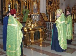 Мощи Блаженной Матроны Московской в кафедральном соборе, январь 2010 г.